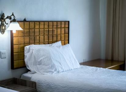 oswietlenie-w-sypialni-lampa-1