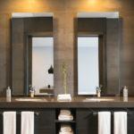 ciepłe oświetlenie lustra w łazience