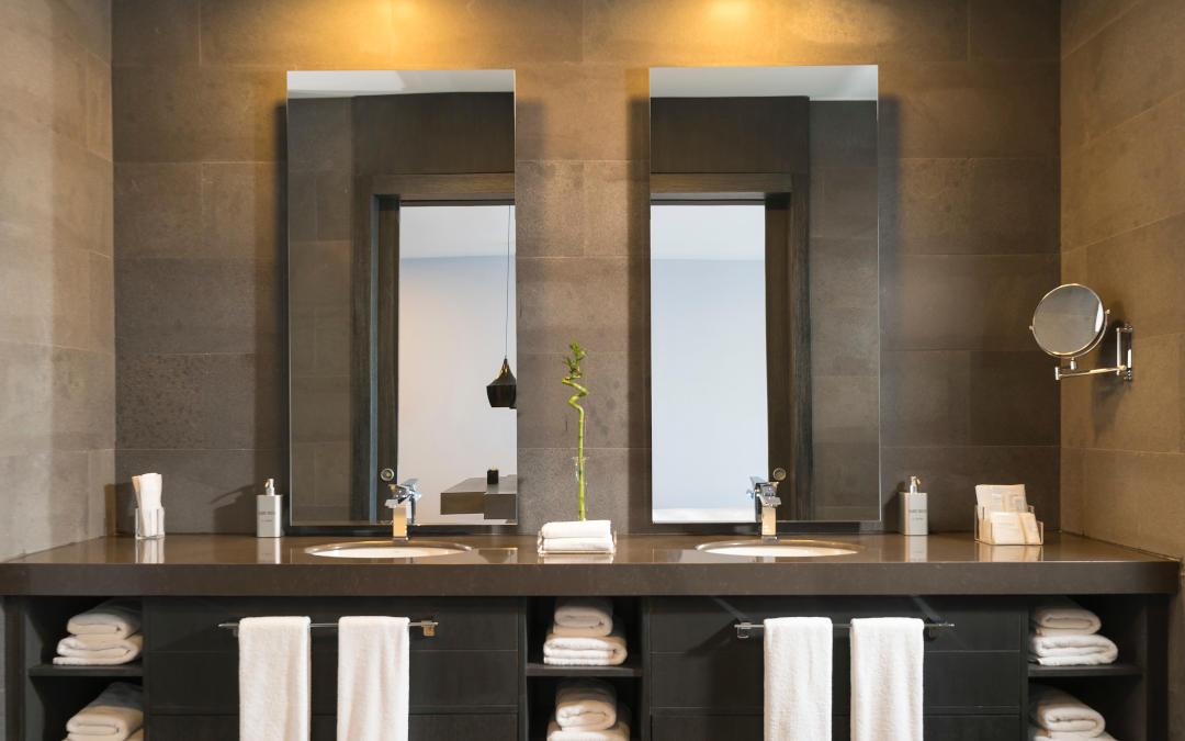 Jakie światło do łazienki? Ciepłe czy zimne? Krótki przewodnik