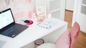 Dobrze oświetlone biurko dziecięce