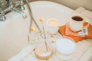 Odpowiednie światło w łazience pomaga w relaksie